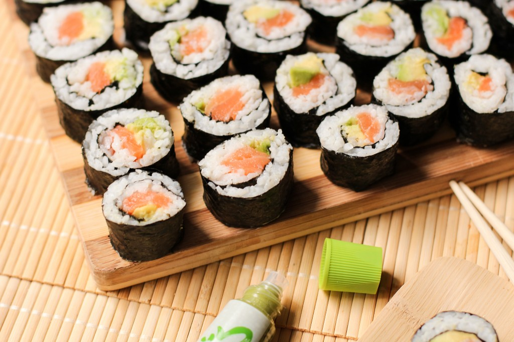makis-saumon-avocat-avocado-salmon-sushi-rolls-1-of-1-2-1024x682