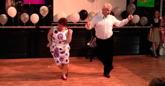 Дядя Миша и тетя Валя танцуют