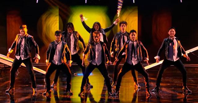 Команда танцоров на шоу талантов